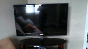 "SAMSUNG TV 52"" FOR SALE. SELLING CHEAP BECAUSE IT NEEDS REPAIR"