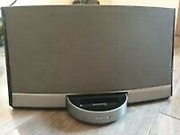 Bose SoundDock Portable Digital Music System with the battery