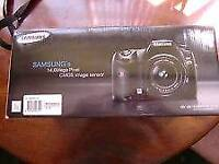 Samsung gx20 digital slr with 18-55 lens boxed