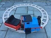 PEG PEREGO DELUXE RIDE ON THOMAS THE TANK ENGINE AND CIRCULAR TRACK NEW BATTERY INCLUDED