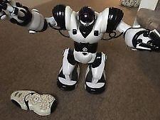 WOWWEE REMOTE CONTROLLED ROBOSAPIEN ROBOT + REMOTE CONTROL