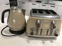 De'Longhi Kettle and 4 Slice Toaster - Cream