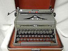 Vintage royal manual typewriter: ebth.
