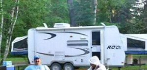 Hybrid camper with pull out