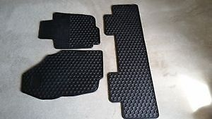 SLIGHTLY USED WINTER 2013-2015TOYOTA RAV4 MATS