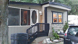 fully equipped mobile home 1H drive from Montreal near US border