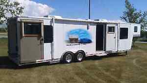 2007 BREMAR TOY/CARGO HAULER WITH LIVING QUARTERS