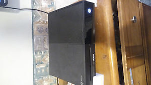 XBOX ONE W/ games and controller London Ontario image 1