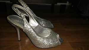 Peep toe sling back silver glitter shoes! Size 7.5