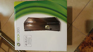 Xbox360  4GB with two game