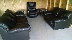 BLACK LEATHER SOFA, LOVE SEAT & RECLINER CHAIR. FREE DELIVERY