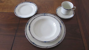 Set de vaisselle MIKASA (LOUISE)