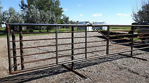 Heavy duty free standing livestock panels and windbreaks