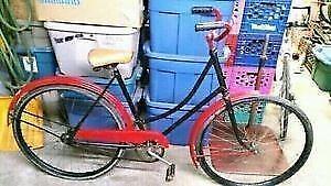 Bicyclette antique ccm 1 vitesse roues 28po cadre 21po année 1949
