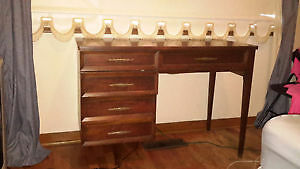 Singer sewing machine and desk from the 60s (good condition)