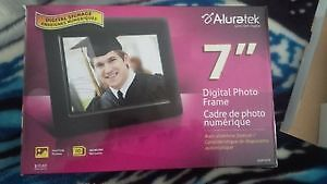 digital photo frame NEVER BEEN USED!