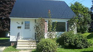 5  bedroom house perfect for students-close to UNB Avail. Sept 1