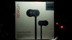 Urbeats with Mic and volume control New Factory Sealed