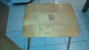 Table en bois pour enfant.