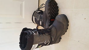 Insulated mens 7 composite toe boots