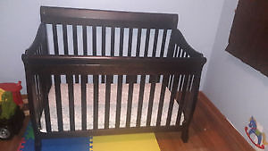 TAMMY CRIB CONVERTIBLE INFANT TO TODDLER BED Kitchener / Waterloo Kitchener Area image 1