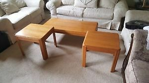 3 PEACES COFFEE TABLE SET GOOD CONDITION 519-673-9819