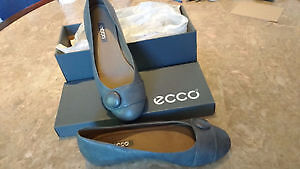 Brand new in box ecco leather flats, size 7.5 (38)