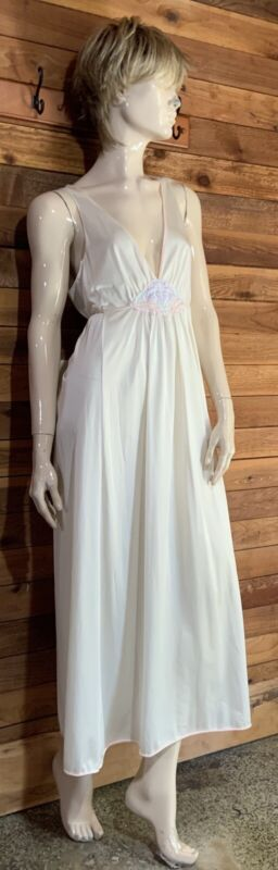 VINTAGE LORRAINE IVORY SIZE LARGE NIGHTGOWN   #11419
