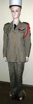 Uniform mit Abzeichen und Orden der Fremdenlegion