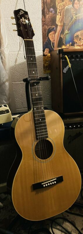 The Loar LO-216 acoustic parlor guitar w/ case