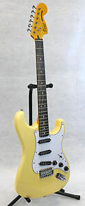 Squier Fender Vintage Modified 70s Stratocaster Vintage White Electric Guitar