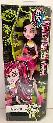 Monster High Creepateria Toy - Draculaura Fashion Doll