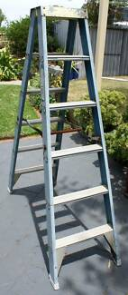 BAILEY FIBREGLASS STEP LADDERS