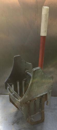 Geerpres Floor Knight 8-16 oz Mop Wringer downward pressure bucket geerpress