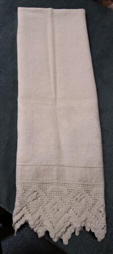 Antique Nubby Linen Damask Bath Towel Shamrock Wreaths Filet Crochet Edging