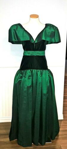 Vintage Victor Costa Evening Gown Emeral Green Velvet Size 8 Circa 1980