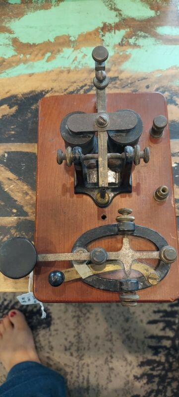 Vintage Manhattan Electric co Morris Code Telegraph Key