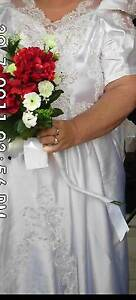 Ivory Silk/Satin/Lace and Hand Beaded Wedding Dress Deagon Brisbane North East Preview