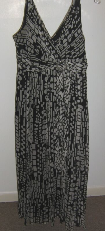 Womens Ladies Signature by Robbie Bee Black White Silk Sleeveless Dress Size 10