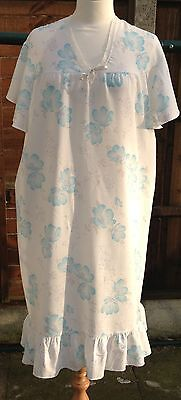 Vintage White and Blue Nightdress with Stunning Print Size 18-20 in VGC