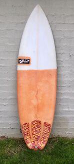 """5'10"""" 4D surfboard"""