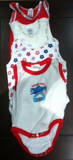Baby girl clothes (Size 000)