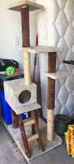 Cat scratching and play pole multi-story, cubbyhole