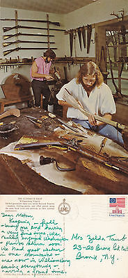 US GUNSMITH SHOP WILLIAMSBURG VIRGINIA COLOUR POSTCARD POSTED IN 1976