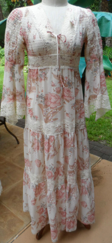 """Floral Patterned RenaissanceLook Long Voile 70s Mama Mia Style Hippie Dress 26""""w"""