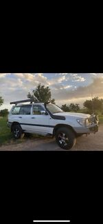 Toyota landcruiser 100 series diesel  South Townsville Townsville City Preview