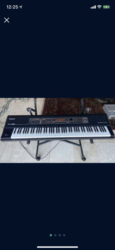 Roland XV-88 Keyboard
