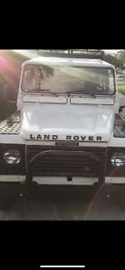 Land Rover Defender 90 (Mint Condition)
