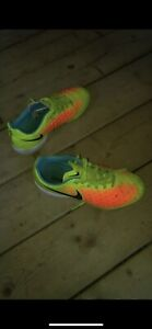 Indoor soccer cleats size 4 boys