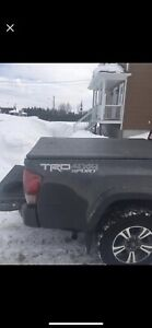 Bed cover Trifecta  pour Toyota Tacoma